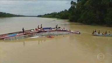 Duas crianças ainda estão desaparecidas após naufrágio no interior de Manaus (AM) - Elas estavam na embarcação que naufragou na quarta-feira da semana passada.Três corpos foram encontrados, ontem, dentro do barco. Um deles é o da mãe das crianças desaparecidas.