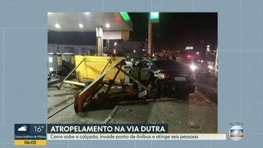Motorista invade ponto de ônibus e atropela seis pessoas, na Via Dutra - Um motorista atropelou seis pessoas na Via Dutra, em São João de Meriti. O carro subiu a calçada e pegou um grupo de passageiros que aguardava transporte no ponto de ônibus.