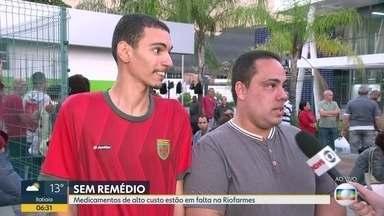 Pacientes reclamam da falta de medicamentos na Riofarmes - Segundo eles, faltam remédios de alto custo.