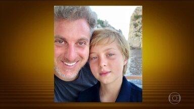 Filho de Luciano Huck e Angélica se recupera no Rio de Janeiro após acidente - Benício, de 11 anos, caiu quando praticava um esporte no mar de Angra dos Reis. Ele precisou passar por uma cirurgia no crânio.