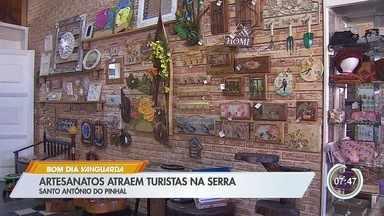 Artesanato é atração para turistas em Santo Antônio do Pinhal - Confira a reportagem.