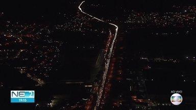 Motoristas enfrentam trânsito complicado na BR-232 na volta do feriadão - Engarrafamento é maior entre Moreno e a entrada de Jaboatão