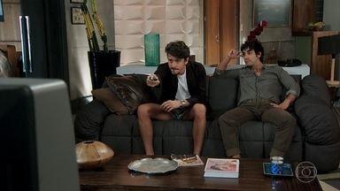Jerônimo e Galdino assistem o programa do Murilo - Jerônimo trama os próximos passos do plano com Galdino