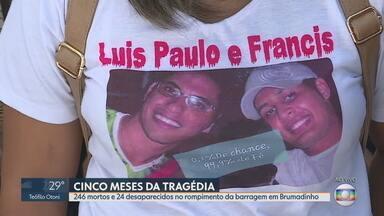 Homenagens às vítimas do rompimento de barragem da Vale marcam o dia em Brumadinho - Às 12h28, horário em que a barragem se rompeu, familiares fizeram um minuto de silêncio.