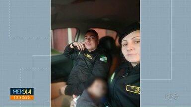 Policiais militares encontram criança abandonada - O menino foi encontrado numa rua de Curitiba apenas de blusa, fralda e meias.