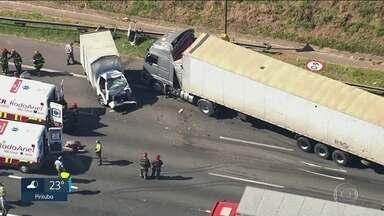 Acidentes fecham trechos importantes de rodovias - Pelo menos 2 pessoas morreram e 3 ficaram feridas
