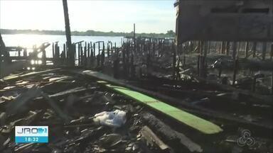 Incêndio destrói mais de 20 casas de palafita vilarejo da Bolívia que faz fronteira com RO - Pelo menos dez pessoas ficaram feridas.
