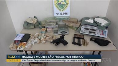 Duas pessoas são presas por tráfico de drogas em Ponta Grossa - Eles foram flagrados em uma entrega.