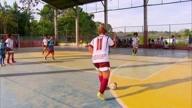 Time de futebol feminino dá goleada no preconceito - Perifeminas foi criado por três irmãs que buscam empoderar outras mulheres na periferia de São Paulo.