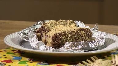 Da temporada junina, aprenda a fazer um bolo gelado de paçoca que não vai paçoca - A confeiteira Adriana Bocconino, de Foz de Iguaçu, ensina a preparar uma massa bem macia feita com cacau e dá dicas de como deixar o recheio cremoso com sabor de paçoquinha