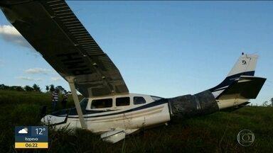 Polícia encontra R$4,6 mi em avião que fez pouso forçado - Aeronave decolou de Sorocaba no domingo de manhã.