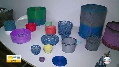 """Projeto na Comunidade do Pilar transforma plástico descartado em novos produtos - Julho é o mês do movimento """"Plasticfreejuly"""", que traz reflexão sobre o uso do plástico."""