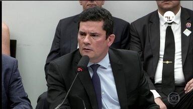 Moro vai à Câmara falar sobre supostas trocas de mensagens publicadas por site - Moro não confirmou a autenticidade das mensagens e defendeu a Lava Jato. 'O que existe é uma tentativa criminosa de invalidar condenações', disse.