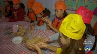 Alunos de escola em Guapiara participam de projeto que mistura competição e culinária - Alunos de escola em Guapiara (SP) participam de projeto que mistura competição e culinária.