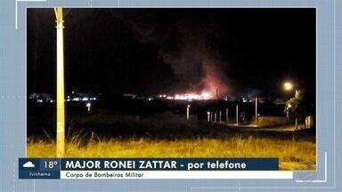 Incêndio destrói fábrica em Aparecida do Taboado, MS - Segundo o Corpo de Bombeiros, o fogo na unidade da Dânica começou por volta das 21h de terça-feira (2).