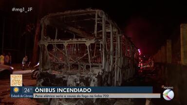Ônibus pega fogo no Bairro Cerâmica em Juiz de Fora - Fogo destruiu o veículo da linha 722, do Bairro Santa Cruz. Settra e Viação São Francisco, responsável pelo ônibus, afirmaram que as causas estão sendo apuradas.
