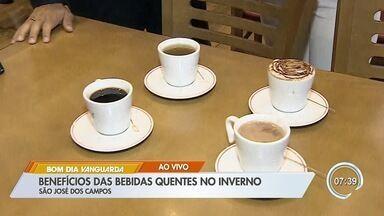 Conheça os benefícios das bebidas quentes no inverno - Consumo de cafés e chás aumentam no frio.