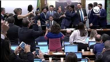 Comissão especial da Câmara aprova texto-base da reforma da Previdência - Aprovação veio depois de dias de negociações entre governo e Congresso. 'Não temos plano B, o plano é esse, o plano A', disse Bolsonaro em defesa da reforma.