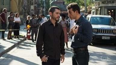 Camilo investiga o atentado e fala com Márcio, que decide ajudar Kim - Márcio acredita que o tiro era para matar Kim