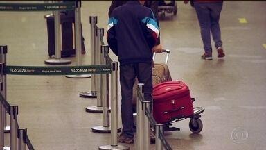Aeroporto de Guarulhos, em São Paulo, registrou mais de 500 furtos no ano passado - Um alerta para os passageiros que vão viajar nas férias. Os bandidos aproveitam um momento de desatenção das vítimas para agir.
