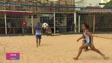 Paulistanos praticam esportes típicos de praia na Represa de Guarapiranga - O Parque Praia do Sol fica em São Paulo e reúne pessoas que gostam de curtir o ar livre