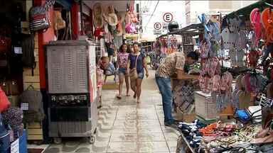 Vendedores ambulantes ocupam espaço em calçadas e prejudicam tráfego em Imperatriz - Além disso, a falta de acessibilidade prejudica a locomoção de idosos e pessoas com deficiência.