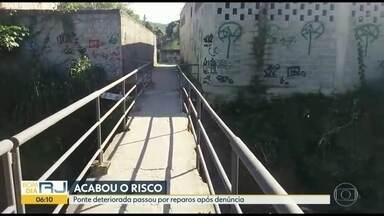 Depois de denúncia de moradores, ponte é reparada em Paciência - Bom Dia Rio mostrou denúncia em junho. Proteção lateral da ponte tinha caído depois de uma chuva forte.