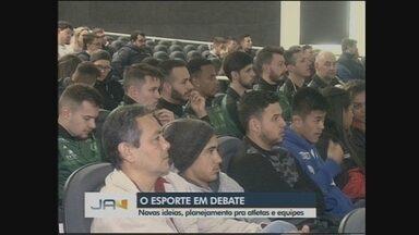 Altetas discutem melhorias para o esportes da região em evento em Chapecó - Altetas discutem melhorias para o esportes da região em evento em Chapecó