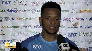 Goleiro do CSA, Jordi fala da ansiedade para volta do Brasileiro - Jogador é um dos principais jogadores da equipe azulina na competição