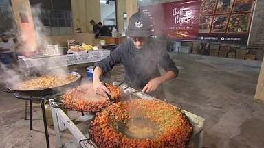 Das ferramentas para o fogão: empresário fatura cozinhando para eventos - Bruno, ou o chef Brutt, como ele gosta de ser chamado investiu 500 reais num tacho e num fogareiro e começou a vender refeições para festas, reuniões e eventos. Ele prepara refeições para 30 e até 200 pessoas.
