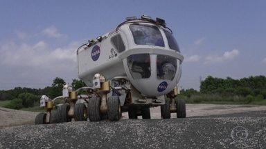 Fantástico testa veículos desenvolvidos pela Nasa para facilitar exploração da Lua - Quando os astronautas pisarem novamente na Lua, vão ter um apoio especial. O Fantástico fez um test-drive nos carros que vão facilitar a exploração da superfície lunar.