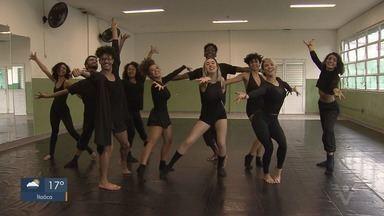 Nos passos de Joinville mostra preparação dos bailarinos da Companhia de Dança de Cubatão - Companhia se prepara para o maior festival de dança do Brasil.
