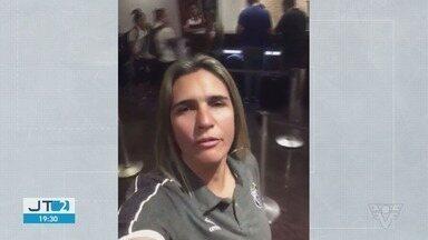 Técnica do Santos faz desabafo após jogadoras dormirem em saguão de hotel - Emily Lima desabafou após imprevisto ocorrido com o elenco em hotel em Manaus, no Amazonas.