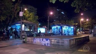 Rio de Janeiro tem madrugada violenta com duas pessoas baleadas - Em Botafogo, Zona Sul da cidade, um homem foi baleado na porta do metrô. Em Duque de Caxias, na Baixada Fluminense, uma mulher levou um tiro de bala perdida em um ponto de ônibus.