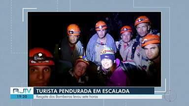 Turista fica pendurada durante escalada em trilha do Pico de Deus, em Teresópolis - Resgate dos Bombeiros levou sete horas.