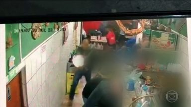 Policial militar reage a assalto e morre em São Paulo - Soldado estava em bar da Zona Sul da capital paulista quando foi baleado durante arrastão. Polícia procura pelos assaltantes, que fugiram.