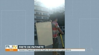 Homem de patinete elétrico é flagrado transportando fogão nas costas em Copacabana - Decreto da prefeitura diz que é proibido o transporte de qualquer tipo de carga no patinete.