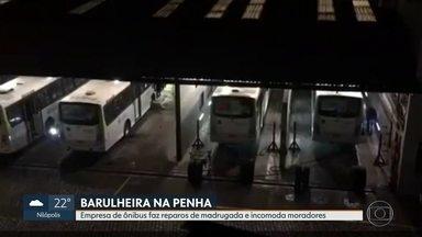 Empresa de ônibus faz reparos de madrugada e incomoda vizinhos na Penha - A empresa costuma fazer os reparos durante a madrugada, mas diz que mantém o funcionamento da garagem dentro dos parâmetros da prefeitura.