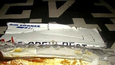Procuradoria de Paris pede julgamento para Air France por causa da queda de avião em 2009 - Na avaliação da procuradoria, companhia aérea cometeu 'negligência e imprudência' ao não fornecer treinamento suficiente aos pilotos. Queda de avião da Airbus deixou 228 mortos.