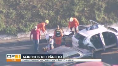 Trânsito fica congestionado na Epia após acidentes - Perto do viaduto do Taquari, três carros se envolveram em um engavetamento e duas pessoas ficaram feridas. Já na Epia Sul, quatro carros bateram próximo ao aeroporto.