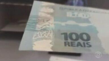 Operação da PF tenta identificar quadrilha que fabrica dinheiro falso - A Polícia Federal de Sorocaba (SP) deflagrou nesta quinta-feira (18) uma operação para tentar identificar uma quadrilha que fabrica e vende notas falsas de dinheiro pela internet.