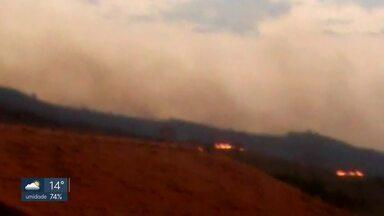 Posto de saúde é fechado em São Sebastião por causa de incêndio florestal - Fumaça invadiu o prédio da UBS João Cândido.