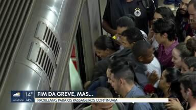 Mesmo com fim da greve, problemas no Metrô continuam - Na Estação Central passageiros tiveram que embarcar e desembarcar do mesmo lado em horário de pico. Direção do Metrô disse que houve pane da máquina que faz a reversão dos trens.