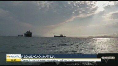 Ibama monta operação para fiscalizar navios que despejam produtos proibidos no mar - Trabalho visa coibir crimes ambientais na área do Porto de Santos.