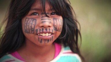 """Lei no Paraguai torna o Guarani língua oficial junto com o Espanhol - No terceiro episódio da série """"Brasil em outras línguas"""", você vai ver que a língua indígena está muito presente na vida dos paraguaios"""