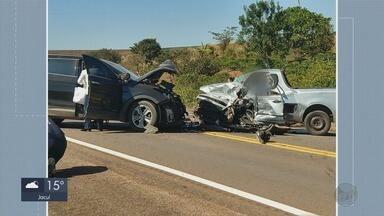 Acidente entre dois carros mata uma pessoa na MG-179 - Acidente entre dois carros mata uma pessoa na MG-179