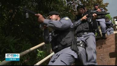 Treinamento da PM chama atenção de moradores em Cachoeiro de Itapemirim - Equipes percorreram várias ruas do bairro.