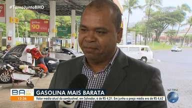 Motoristas aproveitam queda do preço da gasolina na capital baiana - Na sexta-feira (19), a Petrobras anunciou uma nova redução dos combustíveis para as distribuidoras.