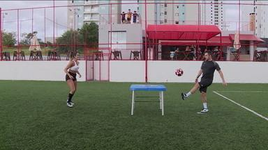 Falcão, do futsal, desafia Natalia Guitler, campeã mundial de futevôlei - Falcão, do futsal, desafia Natalia Guitler, campeã mundial de futevôlei