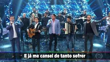"""Amigos cantam """"Saudade da Minha Terra"""" - Chitãozinho e Xororó, Leonardo, Zezé Di Camargo & Luciano se reúnem no palco do Domingão"""